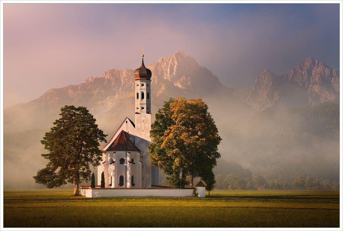 Kostel St. Coloman skulisou bavorských alp - fotografický workshop Malebné podzimní Bavorsko