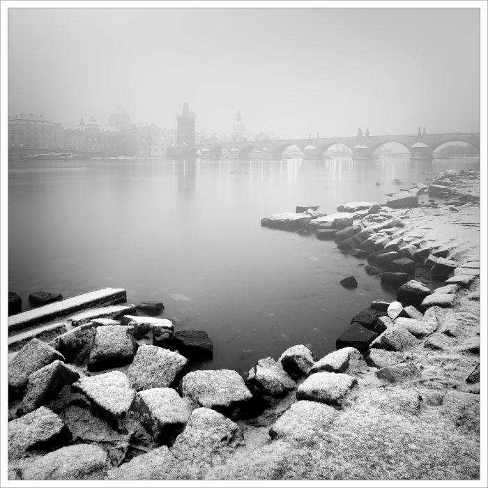 Zasněžená náplavka - fotografický kurz Černobílá romantická Praha