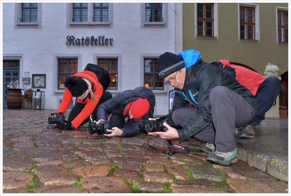 Účastníci fotoworkshopu při hledání kompozice - fotografický workshop Drážďany, Moritzburg aMíšeň