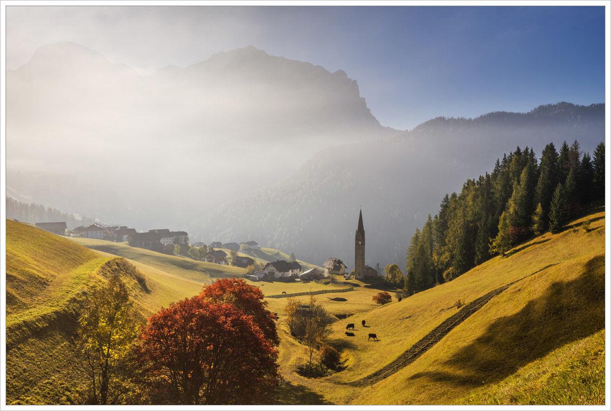 Malebné údolí skostelíkem - fotografický workshop Čarovné podzimní Dolomity