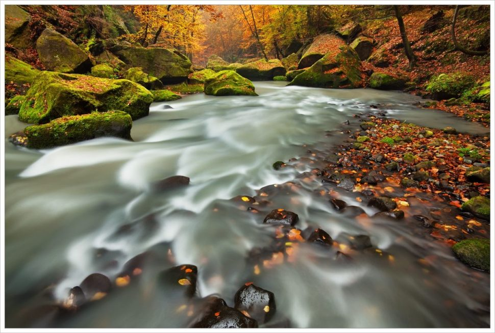 Divoká řeka Kamenice apráce sdlouhou expozicí - fotografický workshop Podzimní Českosaské Švýcarsko