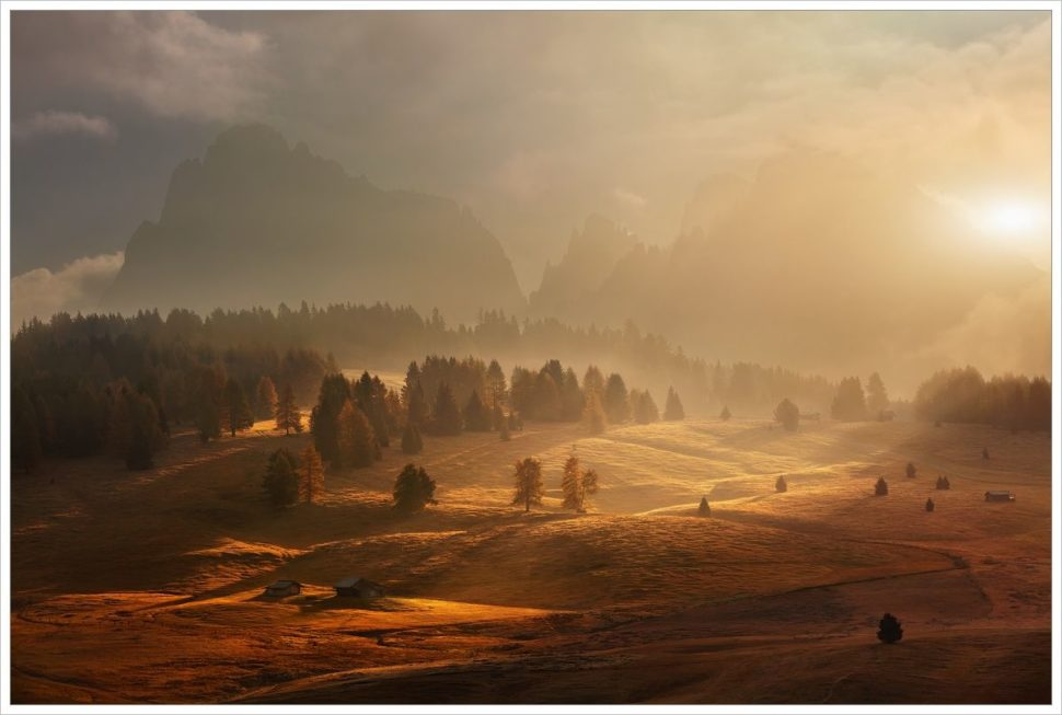 Mlhavé ráno naAlpe di Siusi - fotografický workshop Čarovné podzimní Dolomity