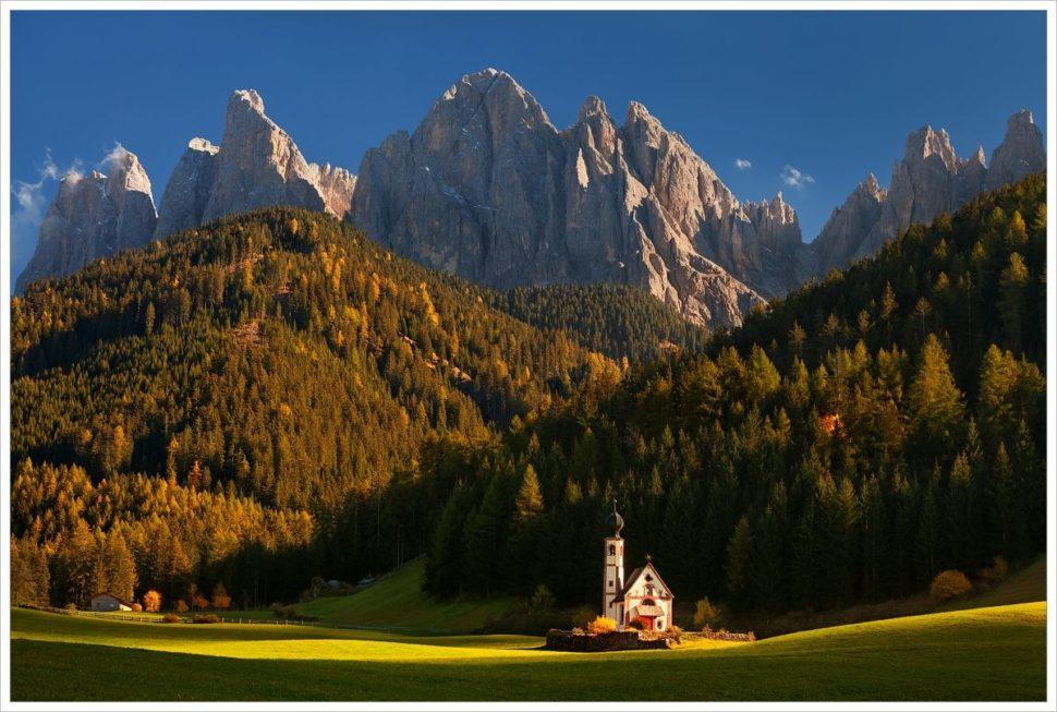 Pohádkový kostelík ve Val di Funes - fotografický workshop Čarovné podzimní Dolomity