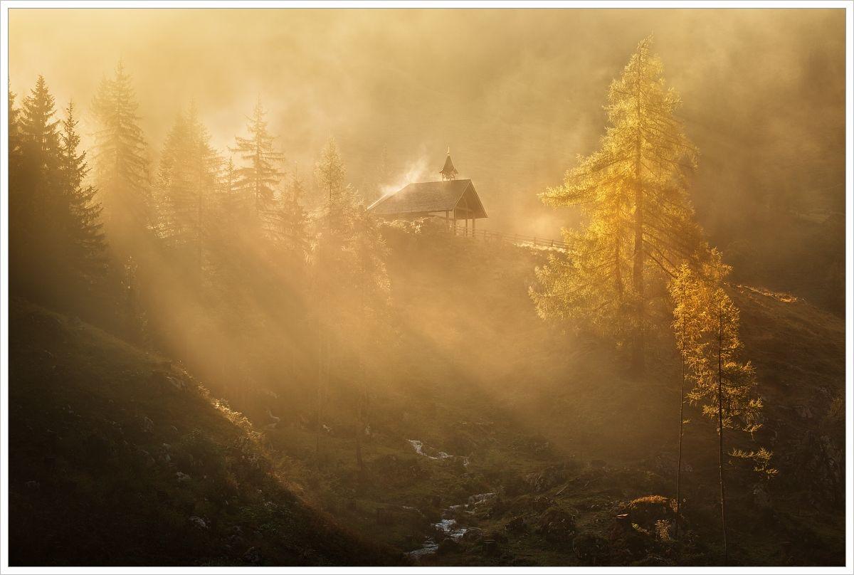 Mlhavé ráno ualpského kostelíku - fotografický workshop Jezera avodopády Rakouska