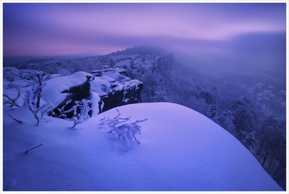 Mrazivé ráno navyhlídce vTiských stěnách - fotografický workshop Labské pískovce aKrušné hory