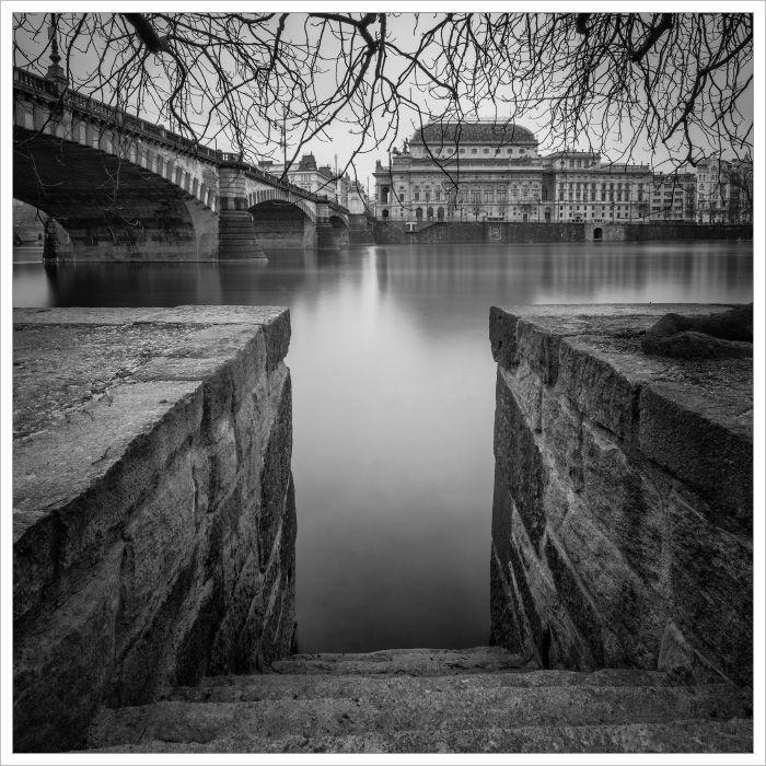 Národní divadlo od Střeleckého ostrova se schodištěm vpopředí - Fotografický workshop Magická zimní Praha