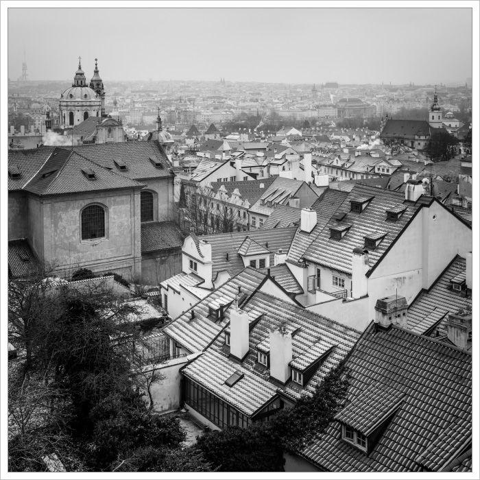Staré střechy domů naMalé straně od Pražského hradu - Fotografický workshop Magická zimní Praha
