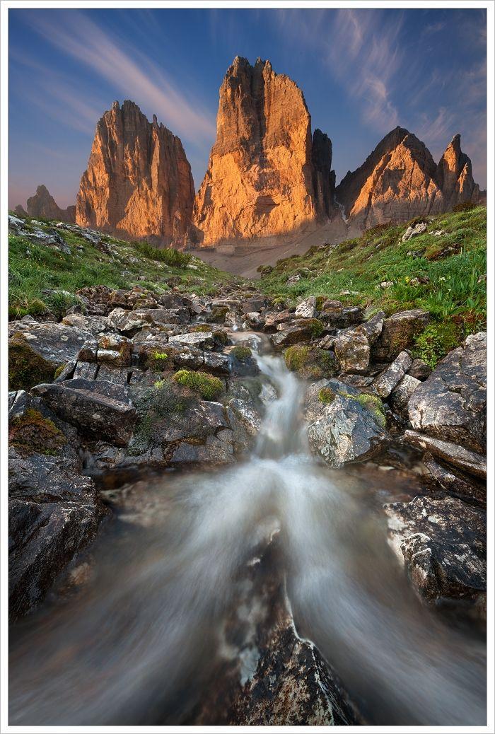 Dolomity-Tre Cime di Lavaredo shorskou bystřinou vpopředí