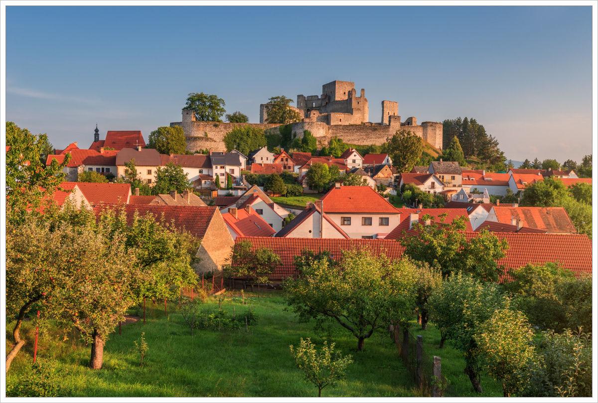 Zřícenina hradu Rábí při západu slunce - fotografický workshop Tajuplná letní Šumava
