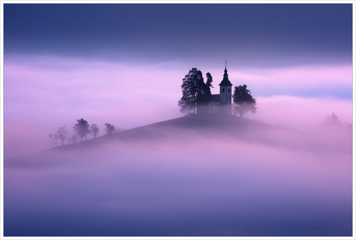 Mlhavé ráno ukostela Sveti Tomaž - fotografický workshop Pohádkové podzimní Slovinsko